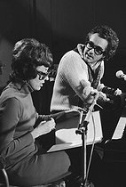Michel Legrand (1932-2019), French singer-songwriter and composer, during rehearsals at the Salle Pleyel with Caterina Valente (born in 1931), French singer. Paris, December 1972. © Roger-Viollet