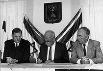 September 13, 1993 (25 years ago) : Signing of the Oslo I Accord as an Israeli-Palestinian peace process © Ullstein Bild / Roger-Viollet