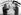 Un officier israélien échangeant avec un officier palestinien devant le bureau de coordination, suite aux Accords d'Oslo, 17 février 1995. © Ullstein Bild / Roger-Viollet