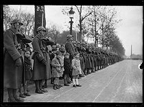 "19th anniversary of the armistice of 1918. Military parade on the avenue des Champs-Elysées. Paris, on November 11, 1937. Photograph from the collections of the French newspaper ""Excelsior"". © Excelsior – L'Equipe / Roger-Viollet"