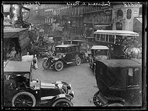 """Traffic jam in Paris. Corner of the Grands Boulevards and the rue du Faubourg-Montmartre. Paris (IXth arrondissement), on December 12, 1919. Photograph from the collections of the French newspaper """"Excelsior"""". © Excelsior – L'Equipe / Roger-Viollet"""