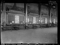 "Railwaymen strike : closed ticket offices at the Gare de Lyon train station, departure of the P.L.M. railway line (Paris-Lyon à Marseille-Saint-Charles). Paris, on March 1st, 1920. Photograph from the collections of the newspaper ""Excelsior"". © Excelsior – L'Equipe / Roger-Viollet"
