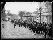 "Railwaymen strike : demonstration, rue de Bercy. Paris (XIIth arrondissement), on March 1st, 1920. Photograph from the collections of the newspaper ""Excelsior"". © Excelsior – L'Equipe / Roger-Viollet"
