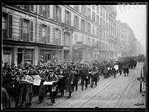"Railwaymen strike : demonstration, rue de Wattignies. Paris (XIIth arrondissement), on March 1st, 1920. Photograph from the collections of the newspaper ""Excelsior"". © Excelsior – L'Equipe / Roger-Viollet"