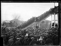 "Railwaymen strike : meeting at the Villeneuve-Triage train station, place Berthelot. Villeneuve-Saint-Georges (France), on February 25, 1920. Photograph from the collections of the newspaper ""Excelsior"". © Excelsior – L'Equipe / Roger-Viollet"