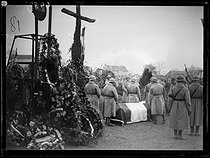 """Funeral of the seven brothers in arms of the Unknown Soldier, following the designation ceremony by Auguste Thin (1899-1982), Corporal from the 132th regiment of the French infantry. The caskets leaving the chapel of the Verdun citadel to be burried at the Faubourg-Pavé national necropolis, on November 10, 1920. Photograph from the collections of the newspaper """"Excelsior"""". © Excelsior – L'Equipe / Roger-Viollet"""
