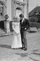"Wedding of Sylvie Vartan (born in 1944) and Johnny Hallyday (1943-2017), French singers. The newlyweds leaving the town hall after the civil ceremony. Loconville (France), on April 12, 1965. Photograph by André Grassart (born in 1935), from the collections of the newspaper ""France Soir"". Bibliothèque historique de la Ville de Paris. © André Grassart / BHVP / Roger-Viollet"
