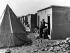Guerre israélo-arabe de 1948. Camp de réfugiés palestiniens en Jordanie, octobre 1948. © Ullstein Bild / Roger-Viollet