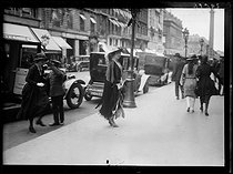 """Victoira Eugenie of Battenberg (1887-1969), Queen of Spain, going to Cartier during a visit in Paris. Tuesday 27 July 1920. Photograph from the French newspaper """"Excelsior"""". © Excelsior – L'Equipe / Roger-Viollet"""
