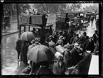 """The crowded train stations during the start of the holidays. Saturday 31 July 1920. Photograph from the French newspaper """"Excelsior"""". © Excelsior – L'Equipe / Roger-Viollet"""
