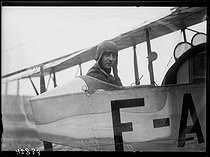 "Adrienne Bolland (1895-1975), French aviatrix, attending an air show at Buc (France), on October 9, 1920. Photograph from the collections of the newspaper ""Excelsior"". © Excelsior – L'Equipe / Roger-Viollet"