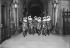 Entrée d'un bal masqué à l'Opéra. Paris, vers 1910. © Maurice-Louis Branger / Roger-Viollet