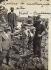 Ouvriers italiens travaillant à la reconstruction des voies ferrées sur la ligne Niort-Bordeaux, détruite au cours de la Première Guerre mondiale. France, 1923-1926. © Alinari / Roger-Viollet