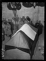 """The coffin of the Unknown Soldier transfered to the Arc de Triomphe during the ceremonies of the 11th of November. Paris, Thursday 11 November 1920. Photograph from the French newspaper  """"Excelsior"""". © Excelsior – L'Equipe / Roger-Viollet"""