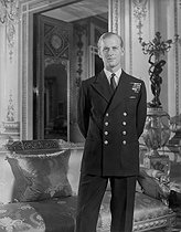 archive-pa-extras-20150312-145806-archive-pa6650-6.jpg. PA Archive. Royal - Lieut. Philip Mountbatten - Buckingham Palace. Lieut. Philip Mountbatten pictured in the White Drawing Room at Buckingham Palace. He is to marry Princess Elizabeth. 19470905. © PA Archive / Roger-Viollet