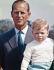 Le prince Philip (né en 1921), prince consort du Royaume-Uni et époux de la reine Elisabeth II, avec un de ses fils, le prince Andrew (né en 1960). Château de Windsor (Angleterre), août 1962. © PA Archive / Roger-Viollet