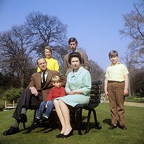 archive-pa-extras-20111101-111613-archive-pa1182-6.jpg. PA. Royalty - Royal Family - Frogmore House, Windsor. The Royal Family in the grounds of Frogmore House, Windsor, Berkshire. Left to right: Duke of Edinburgh, Princess Anne, Prince Edward, Queen Elizabeth II, Prince Charles (behind the Queen) and Prince Andrew. 19680421. © PA Archive / Roger-Viollet