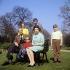 La famille royale britannique. Assis, de g. à dr.: le prince Philip, le prince Edward et la reine Elisabeth II. Debouts : la princesse Anne et les princes Charles et Andrew. Windsor (Angleterre), Frogmore House, 21 avril 1968. © PA Archive / Roger-Viollet