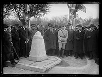 "Unveiling of the landmark at the limit of the German invasion, on the occasion of the commemorations for the armistice of 1918, in the presence of César Caire (1861-1931) and Louis Maurin (1869-1956), French General. Château-Thierry (France), on November 11, 1921. Photograph from the collections of the newspaper ""Excelsior"". © Excelsior – L'Equipe / Roger-Viollet"
