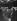 """Laurence Olivier (1907-1989), acteur, metteur en scène, directeur de théâtre, réalisateur et scénariste britannique, et son épouse Vivien Leigh (1913-1967), actrice britannique, lors de leur départ pour l'Australie et la Nouvelle-Zélande à l'occasion d'une tournée de la troupe de théâtre """"Old Vic Company"""". Londres (Royaume-Uni), Euston Station, 14 février 1948. Photo : John Vickers. © John Vickers / TopFoto / Roger-Viollet"""