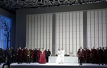 """Les Huguenots"", opera composed by Giacomo Meyerbeer. Conductor : Michele Mariotti. Direction : Andreas Kriegenburg. Librettist : Eugene Scribe. Orchestra and chorus : Opéra national de Paris. Stage design : Harald B. Thor. Costumes : Tanja Hofmann. Lights : Andreas Grute. Yosep Kang and Lisette Oropesa. Paris, Opéra Bastille, on September 21, 2018. © Colette Masson / Roger-Viollet"