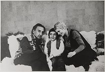 "Romain Gary (1914-1980), French writer and diplomat, Jean Seberg (1938-1979), American actress, and their son Alexandre Diego (born in 1962), in their appartment, rue du Bac. Paris (VIIth arrondissement), circa 1965. Photograph by André Grassart (born in 1935), from the collections of the newspaper ""France Soir"". Bibliothèque historique de la Ville de Paris. © André Grassart / BHVP / Roger-Viollet"