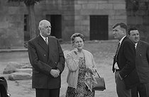 "General Charles de Gaulle (1890-1970) and his wife Yvonne (1900-1979). Cambados (Spain), on June 6, 1970. Photograph by Bernard Charlet, from the collections of the French newspaper ""France-Soir"". Bibliothèque historique de la Ville de Paris. © Bernard Charlet / BHVP / Roger-Viollet"