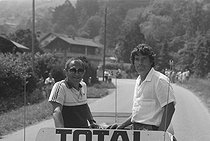 "Tour de France 1985. 11th stage from Pontarlier - Morzine-Avoriaz, on July 9, 1985. Bernard Tapie (born in 1943), French politician, aboard a car. Photograph by Bernard Charlet, from the collections of the French newspaper ""France-Soir"". Bibliothèque historique de la Ville de Paris. © Bernard Charlet / BHVP / Roger-Viollet"