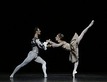 """Raymonda"", ballet by Marius Petipa, choreographed by Rudolf Nureyev. Composer : Alexander Glazunov. Conductor : Vello Pähn. Stage design and costumes : Nicholas Georgiadis. Lights : Serge Peyrat. Ballet company of the Opéra national de Paris. Dorothée Gilbert (Raymonda) and Hugo Marchand (Jean de Brienne). Paris, Opéra Bastille, on November 30, 2019. © Colette Masson / Roger-Viollet"