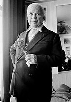 Charlie Chaplin (1889-1977), British filmmaker, producer, scriptwriter, composer and actor in the hotel room Savoy. London (United Kingdom), 2 October 1971. Photograph by André Perlstein (born in 1942). © André Perlstein / Roger-Viollet