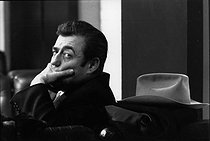 """François Périer (1909-2002), French actor and film director. Shooting of the film """"Z"""" by Constantin Costa-Gavras. Paris, 28 October 1968. Photograph by André Perlstein (born in 1942). © André Perlstein / Roger-Viollet"""