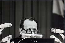"""André Malraux (1901-1976), French politician, during his speech at the """"Congrès de l'UJP"""". Strasbourg (Bas-Rhin), 12 April 1969. Photograph by André Perlstein (born in 1942). © André Perlstein / Roger-Viollet"""