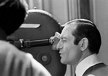"""Pierre Etaix (born in 1928), French film-maker, actor, clown, magician and playwright. Shooting of his film """"Le Grand Amour"""" (The Great Love). Paris, 16 September 1968. Photograph by André Perlstein (born in 1942). © André Perlstein / Roger-Viollet"""