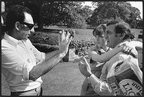 """Claude Pinoteau (1925-2012), French movie director, Isabelle Adjani (born in 1955), Franco-Algerian actress, and Lino Ventura (1919-1987), Franco-Italian actor. Shooting of the film """"La Gifle"""" (The Slap), by Claude Pinoteau, 1972. Photograh by André Perlstein (born in 1942). © André Perlstein / Roger-Viollet"""