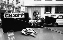 Paul-Loup Sulitzer (born in 1946), French businessman and writer, washing his car with one of his gadgets, a miracle sponge which only needs a glass of water. Paris, 6 January 1969. Photograph by André Perlstein (born in 1942). © André Perlstein / Roger-Viollet