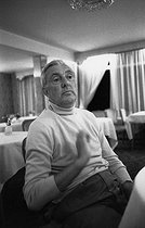 """Jacques Tati (1907-1982), French movie director, actor and cult scriptwriter of French cinema. Shooting of the film """"Traffic"""", released in 1971. Amsterdam (Holland), 9 July 1970. Photograph by André Perlstein (born in 1942). © André Perlstein / Roger-Viollet"""