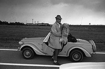 """Jacques Tati (1907-1982), French film director, actor and cult scriptwriter of French cinema. Shooting of the film """"Traffic"""", released in 1971. Amsterdam (Holland), 9 July 1970. Photograph by André Perlstein (born in 1942). © André Perlstein / Roger-Viollet"""