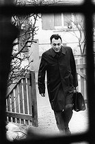 Michel Rocard (born in 1930), French politician, coming back to his home. Paris, 10 April 1973. Photograph by André Perlstein (born in 1942). © André Perlstein / Roger-Viollet