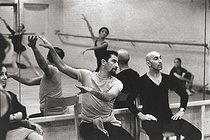 Maurice Béjart (927-2007), French dancer and choreographer, rehearsing with the troupe of the 20th century ballet, at the Théâtre de la Monnaie. Brussels (Belgium), 24 December 1969. Photograph by André Parlstein (born in 1942). © André Perlstein / Roger-Viollet