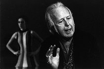 Alwin Nikolais (1910-1933), American dancer, choreographer and teacher. 10 May 1971. Photograph by André Perlstein (born in 1942). © André Perlstein / Roger-Viollet