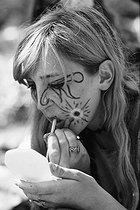 Hippie putting on some make-up at the Pop Music Festival.  Aix-en-Provence (France), August 1-2-3, 1970. Photograph by André Perlstein (born in 1942). © André Perlstein / Roger-Viollet