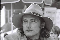 """Dennis Hopper (1936-2010), American actor, film director, poet, painter and photographer, at the Cannes film festival where he was awarded the """"Prix de la première œuvre"""" for his film """"Easy Rider"""", cult movie and cultureal symbol of hippy America. Cannes, 17 May 1969. Photograph by André Perlstein (born in 1942). © André Perlstein / Roger-Viollet"""