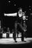Tom Jones (né en 1940), chanteur britannique, lors d'un concert à l'Olympia. Photographie d'André Perlstein (né en 1942). Paris (IXème arr.), 6 décembre 1968. © André Perlstein / Roger-Viollet