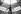 Raymond Poulidor (1936-2019), coureur cycliste français avec une aile de delta-plane. Photographie d'André Perlstein (né en 1942). juillet 1970. © André Perlstein / Roger-Viollet