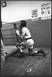 """Jean-Claude Bouttier (né en 1944), boxeur français, champion d'Europe poids moyens EBU (1971 et 1974), 72 combats : 64 victoires (43ko) – 1 match nul - 7 défaites. Rendu très populaire grâce à ses combats héroïques perdus contre Carlos Monzon (1942-1995), boxeur argentin. Il a joué dans le film : """"Les Uns et les Autres"""" de Claude Lelouch (1981). Consultant sur Canal+. Photographie pour le magazine """"L'Express"""" s'entrainant, salle Bretonnel. Photographie d'André Perlstein (né en 1942). Paris, 22 novembre 1971. © André Perlstein / Roger-Viollet"""