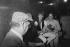 Renaud dans la loge de Nana Mouskouri. Paris, Olympia, 1982. © Geneviève Van Haecke / Roger-Viollet
