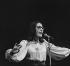 Nana Mouksouri (née en 1934), chanteuse grecque. Paris, Olympia, septembre 1972. © Patrick Ullmann / Roger-Viollet