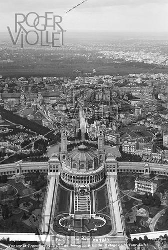 Roger-Viollet | 538106 | 1889 World Fair in Paris. View of the Trocadero palace from the third floor of the Eiffel tower. | © Roger-Viollet / Roger-Viollet