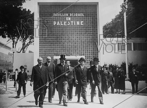 Roger-Viollet | 253521 | 1937 World Fair in Paris. Opening ceremony for the pavilion of Israel in Palestine. | © Photo Rap / Roger-Viollet