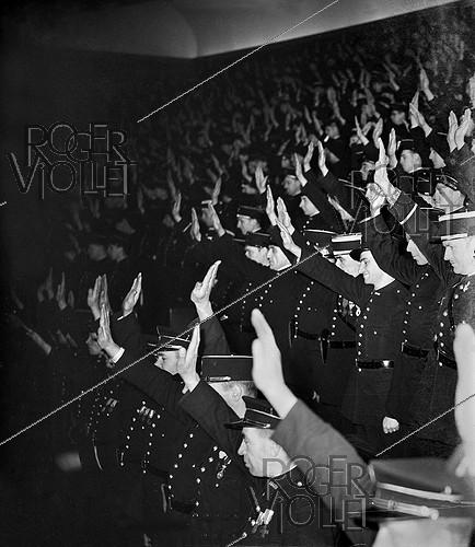 Roger-Viollet | 533653 | 1939-1945 War. Policemen taking the oath, in Chaillot palace, in Paris, January, 1942 (photograph forbidden by the censorship). | © LAPI / Roger-Viollet